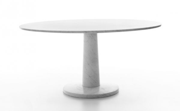 round dining table in white carrara marble