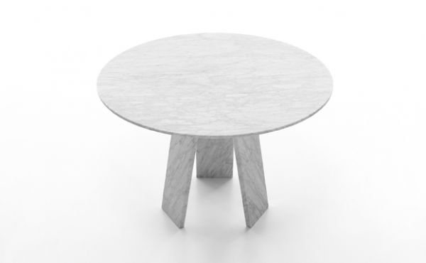 round table in white carrara marble